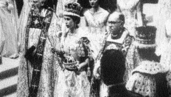 Елизавету Вторую короновали в 27 лет. Архивные кадры