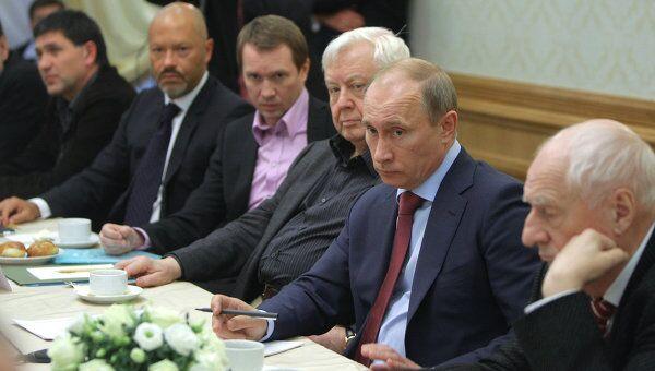 Владимир Пути беседует с деятелями театра и кино на встрече в Пензенском драматическом театре