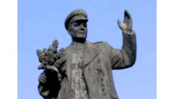 В Праге у памятника маршалу Коневу высажена сирень Маршал Конев