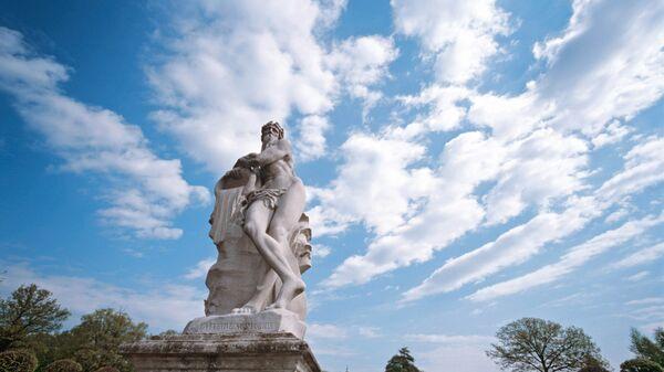 Скульптурная аллея во дворцовом ансамбле Кусково