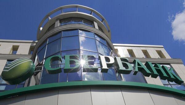 Акции Сбербанка задают тон индексам, дорожая более чем на 5%