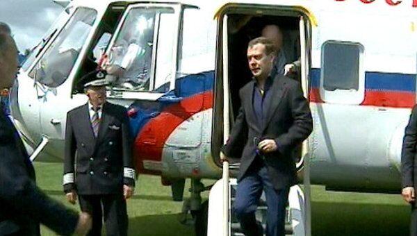 Медведев облетел на вертолете один из самых грязных городов России