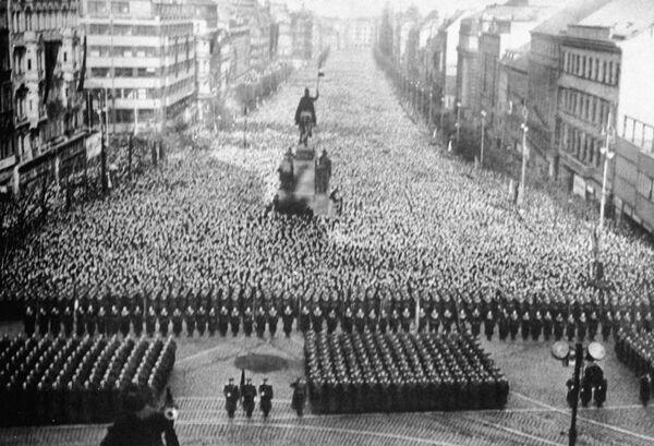 Траурный митинг в Праге в час похорон Сталина