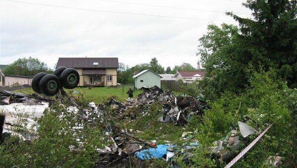 В районе карельского поселка Бесовец, на автомобильную трассу, упал пассажирский самолет ТУ-134