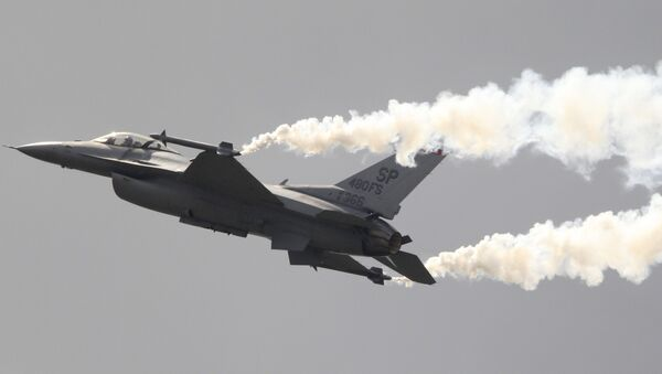 Истребитель F-16, архивное фото
