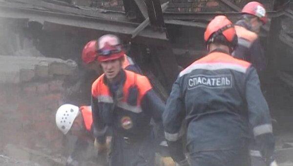 Видео с места обрушения заводской стены во Владивостоке
