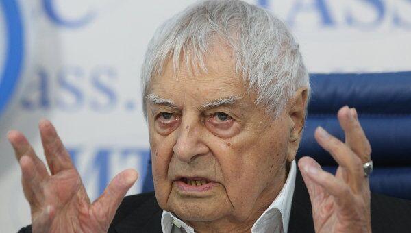 Юрий Любимов во время пресс-конференции
