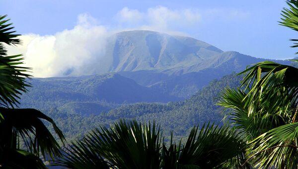Вулкан Локон в Индонезии. Архивное фото