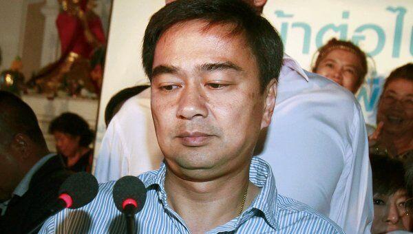 Премьер-министр Таиланда Апхисит Ветчачива заявил о своем уходе с поста председателя Демократической партии
