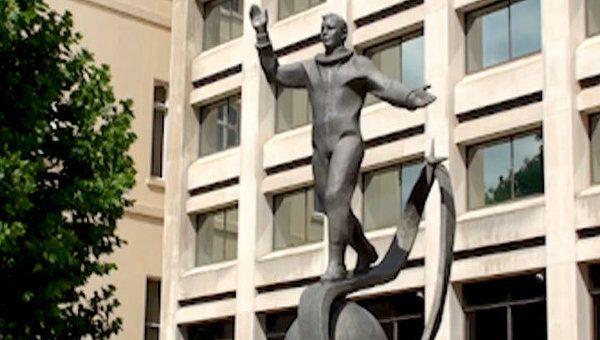 Памятник Юрию Гагарину в Лондоне открыла дочь первого космонавта