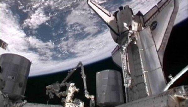 Полет шаттла Атлантис к Международной космической станции (МКС)