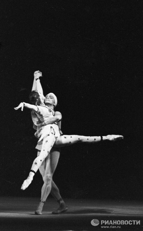 Сцена из балета Арифа Меликова Легенда о любви