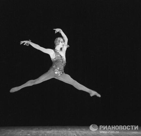 Сцена из балета К.Вебера Видение розы. Видение розы - М.Лиепа