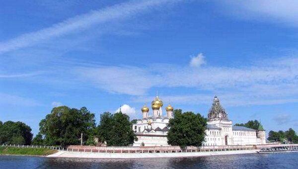 Вид на Ипатьевский монастырь с Волги