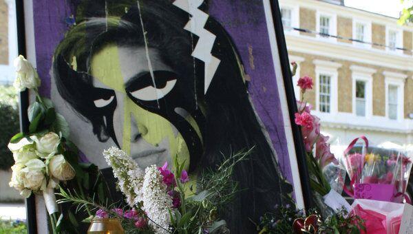 У дома певицы Эми Уайнхаус в Лондоне