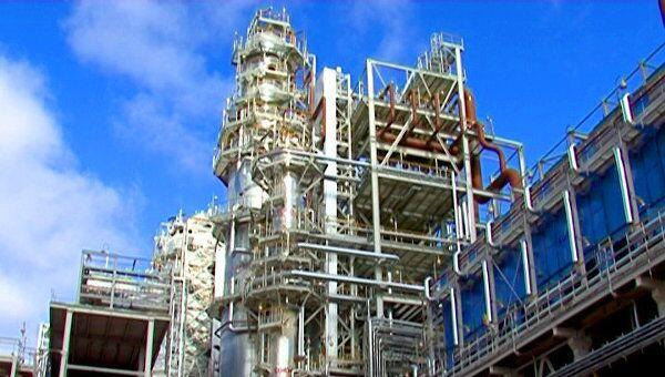 Завод в Нижнекамске будет производить топливо стандарта Евро-5. Архивное фото