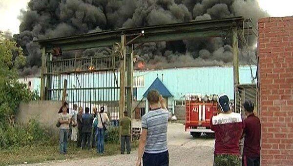 Взрывающиеся баллоны мешали бороться с огнем на складах Новосибирска