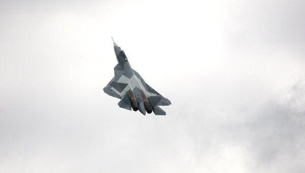 Испытания нового боевого самолета пятого поколения Т-50 разработки компании Сухой