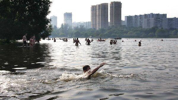 Москвичи отдыхают на водоемах столицы. Архив