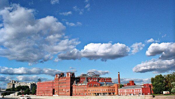 Здание фабрики Красный Октябрь, на территории которой расположен культурный центр АРТ-Стрелка