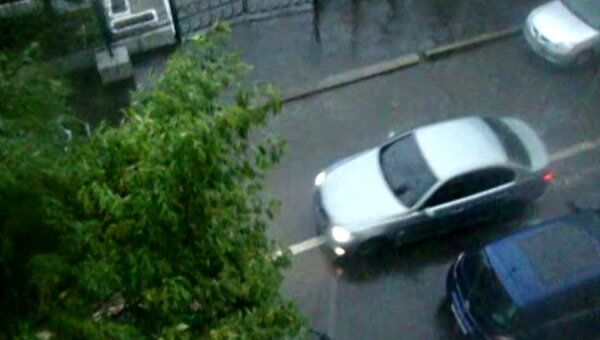 Сильный ливень затопил дворы и улицы столицы