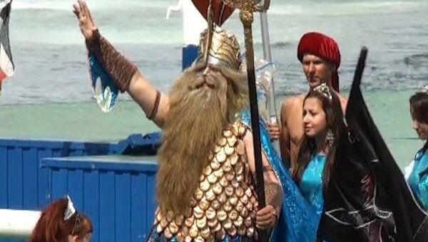 Пираты, Нептун и морские пехотинцы отметили день ВМФ во Владивостоке
