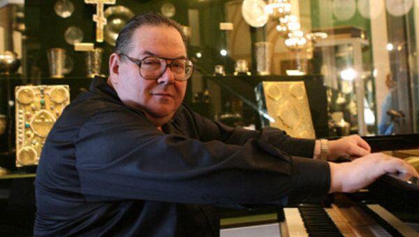 Скончался известный пианист Николай Петров