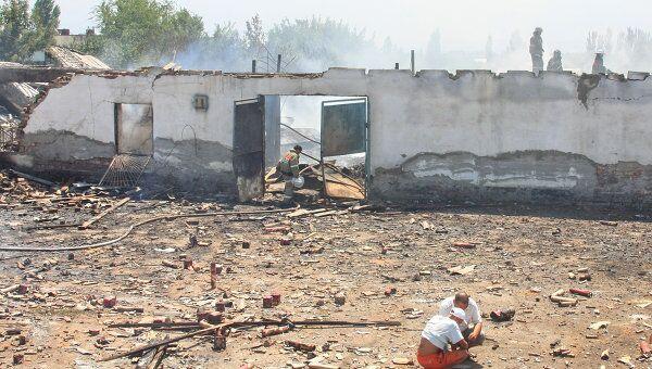 Пожар на складе пиротехники в районе оптового рынка Дордой в пригороде столицы Киргизии