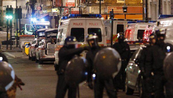 Беспорядки на севере Лондона, где полицейский застрелил местного жителя