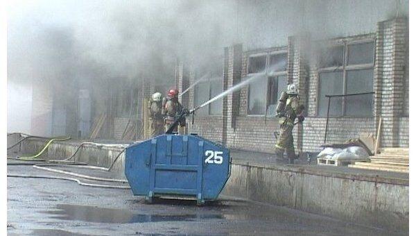 Пожар произошел на территории завода Светлана в Петербурге