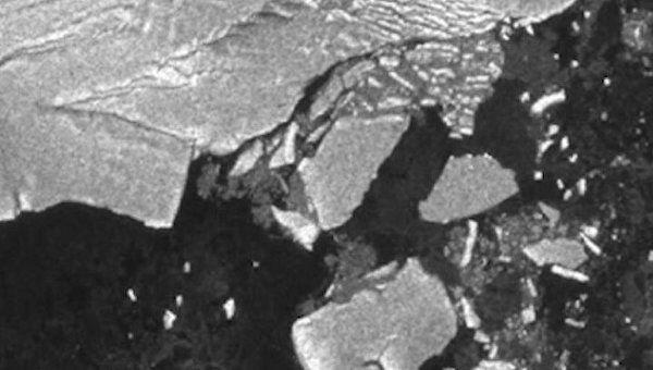 Японское цунами откололо огромные айсберги в Антарктиде. Съемка из космоса