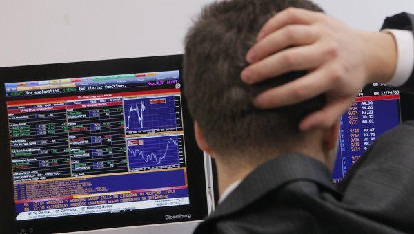 Рынок акций РФ начнет первые торги весны снижением, считают аналитики