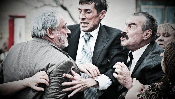 Фильм Олега Погодина Дом. Справа - актер Петр Зайченко, получивший главнй приз