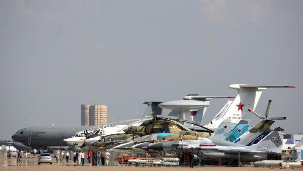 Самолеты на аэродроме в подмосковном Жуковском.