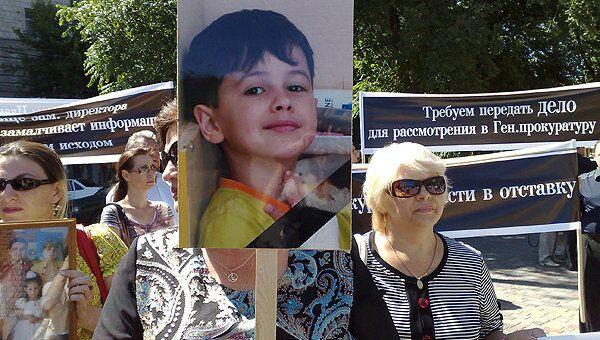 Участники пикета в Волгограде требуют суда над сотрудницей облпрокуратуры, сбившей ребенка