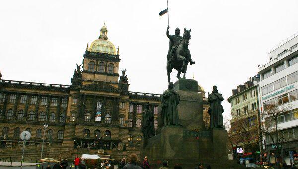 Памятник Святому Вацлаву - покровителю чешских земель. Прага, Вацлавская площадь.