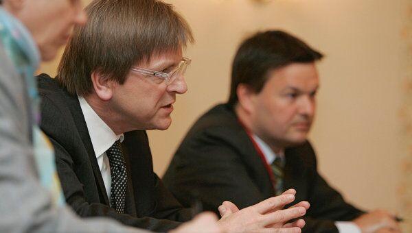 Экс-премьер Бельгии призвал страны ЕС объединиться в борьбе с кризисом