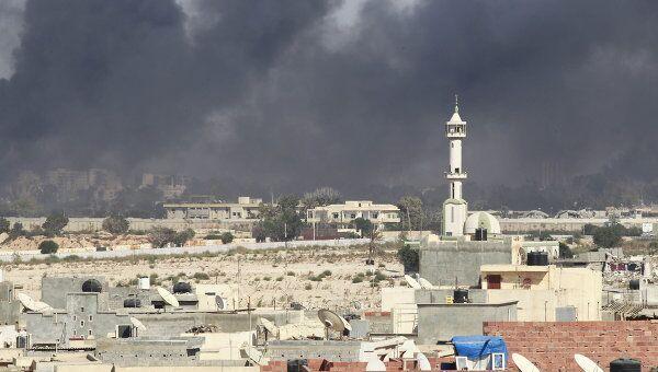 Ливийские мятежники штурмуют резиденцию Муамара Каддафи в квартале Баб-аль-Азизия в Триполи