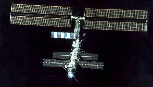 Экипаж МКС успешно ушел от осколка