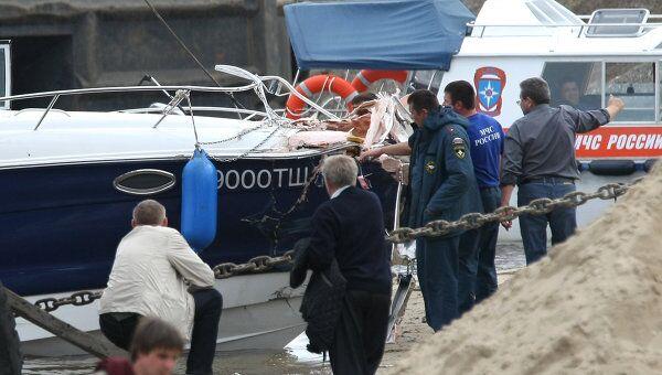 Катер столкнулся с баржей в Татарстане, судьба двух человек неизвестна