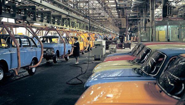 Заводской конвеер Ижевского автомобильного завод