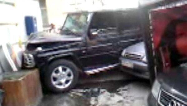 Mercedes вылетел на тротуар и сбил трех пешеходов в центре Москвы