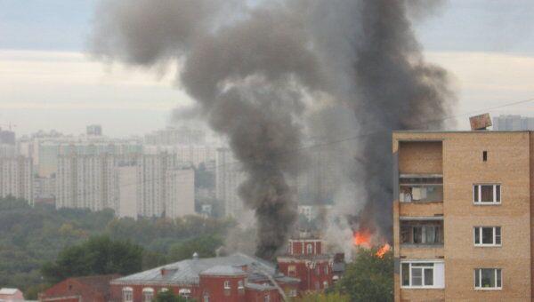 На западе Москвы загорелась швейная фабрика