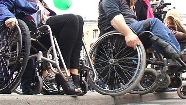 Прогулка на инвалидных колясках не под силу даже физически крепким людям