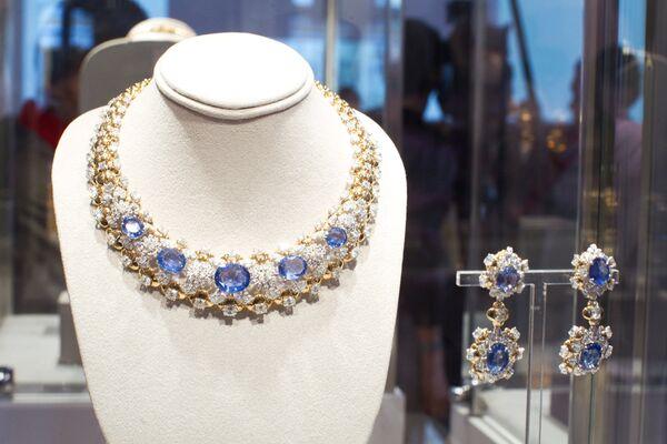 Выставка коллекции нарядов и ювелирных украшений Элизабет Тейлор