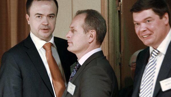 Андрей Дунаев (слева)