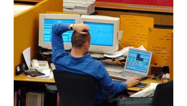 Индекс ММВБ в первые минуты торгов упал на 0,59%, РТС - на 0,34%
