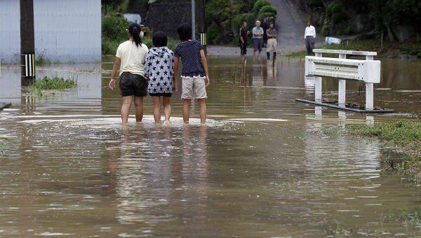 Мощный тайфун Роке принес в Японию ливни и наводнения