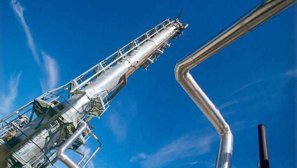 Нефтеперерабатывающий завод, фото из архива
