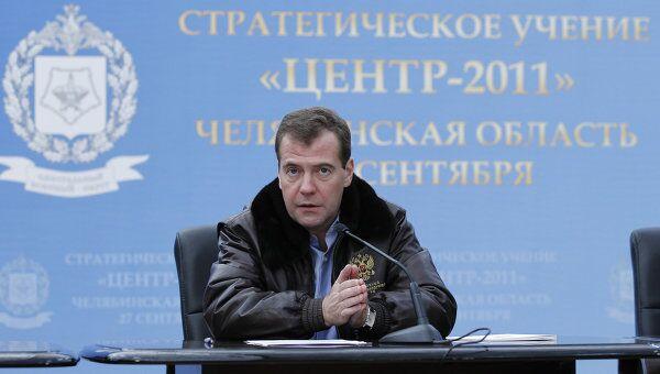Президент РФ Дмитрий Медведев в Челябинской области на военных учениях